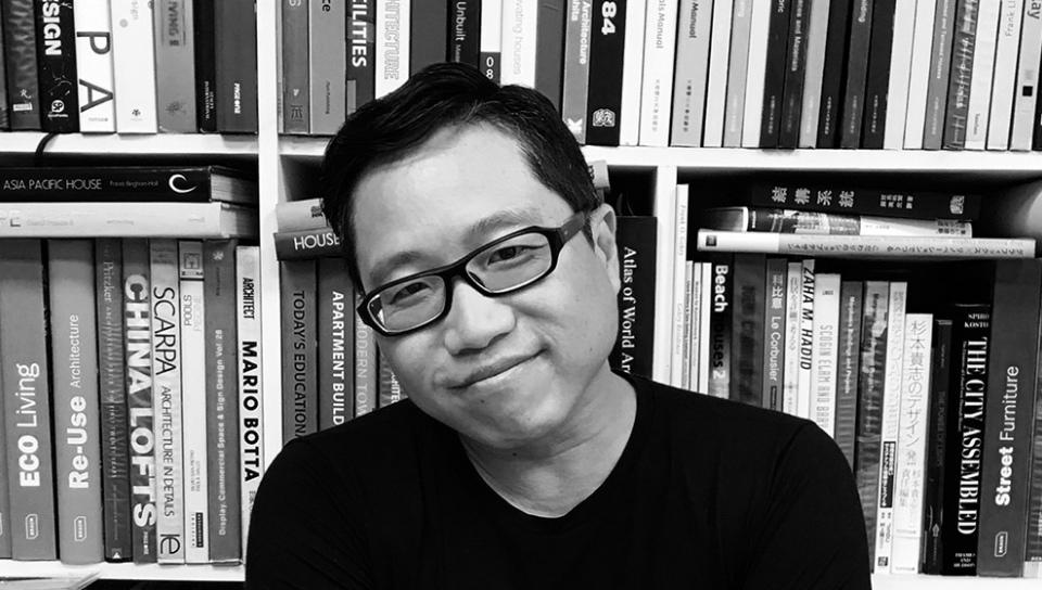 Openbook好書獎獎座設計者,建築師謝文泰。(攝影:劉千倚)