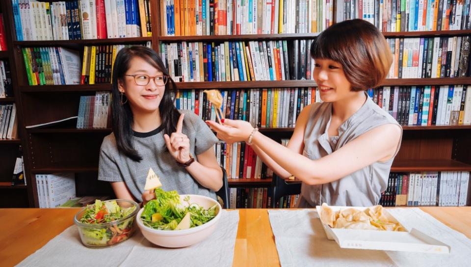 光磊國際版權公司 版權經紀人傅宗玉(左)和紀宜均(右)