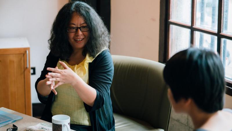 小說家張亦絢(左)對談 台北電影節策展人 郭敏容