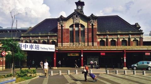 第二代台中火車站。(取自《驛動軌迹:台中火車站的古往今來》一書,遠景提供)